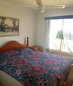 Comfy QUEEN BED with amazing view - Albion Park - Дом