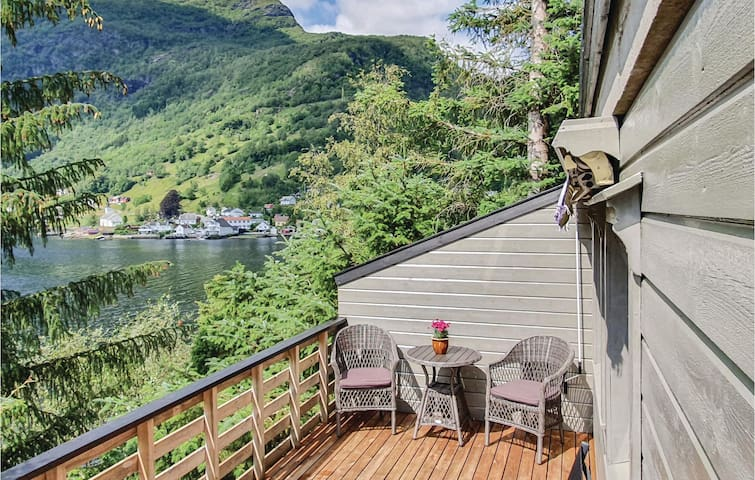 Holiday apartment with 1 bedroom on 50m² in Bruvik