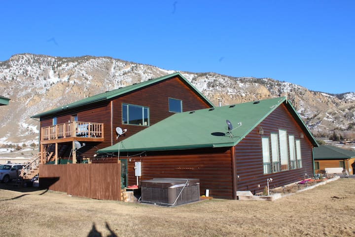 Bison Lodge ~ Large Home close to Yellowstone!