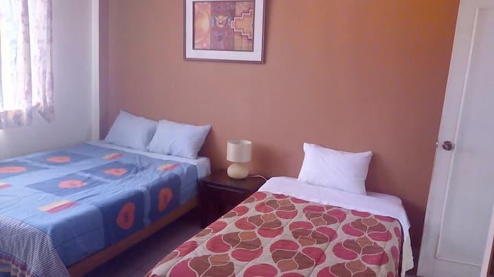 Hab. Matrimonial + una cama  / La Casa de Lourdes