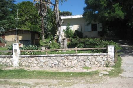 Alquilo casa en la ciudad de La Falda x Temporada. - La Falda - Σπίτι