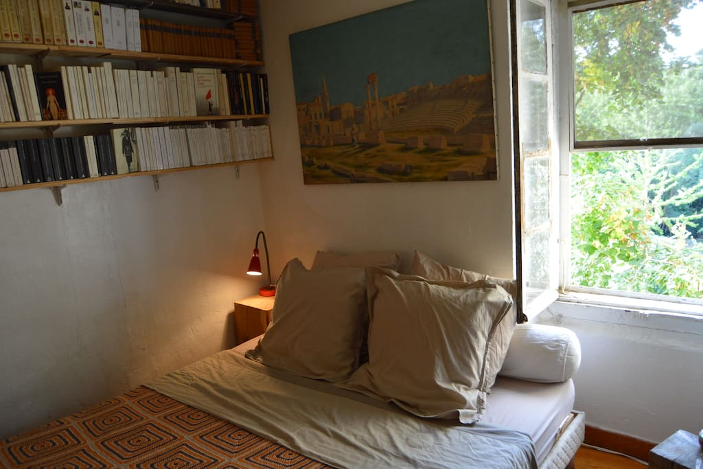 phebus chambre petit d jeuner 10 mn d 39 avignon bed and breakfasts for rent in sauveterre. Black Bedroom Furniture Sets. Home Design Ideas