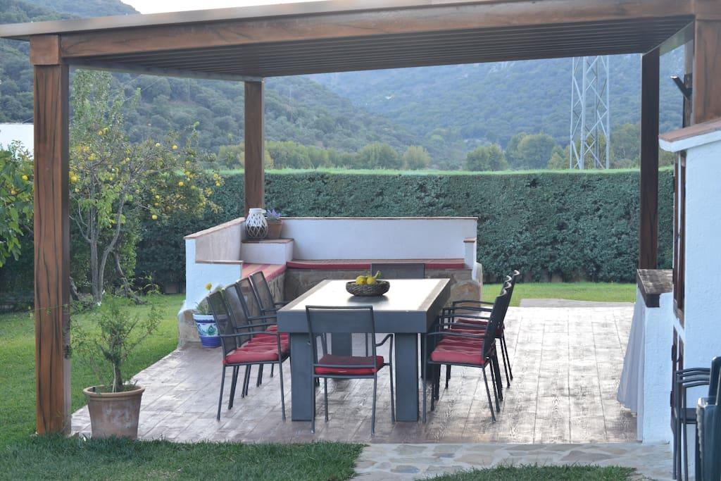 Casa rural con piscina pista de padel y jardines casas for Casa rural con piscina madrid