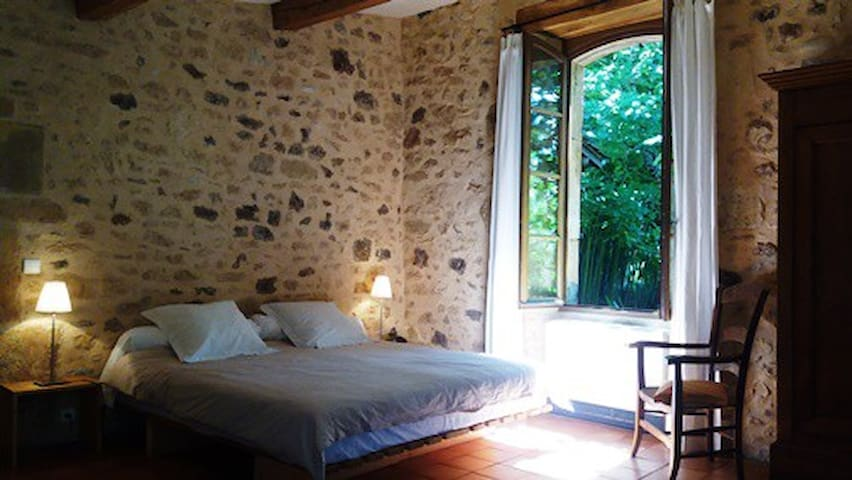 A charming guesthouse in Dordogne - BIRON  - Ev