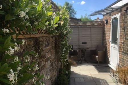 TheLodge-Stylish detached studio Midhurst with a/c