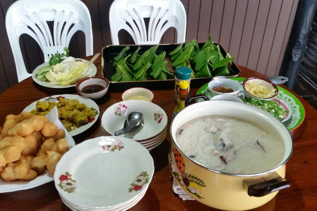 Local Breakfast at the Terrace - อาหารเช้าแบบท้องถิ่น ณ ระเบียงริมน้ำ