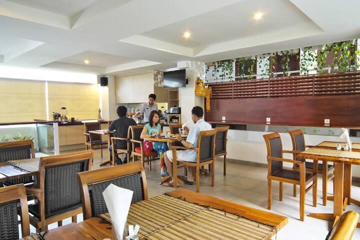 COZY, SWEET, COMFORTABLE WITH BUDGET HOLIDAY KUTA - Kuta - Loft