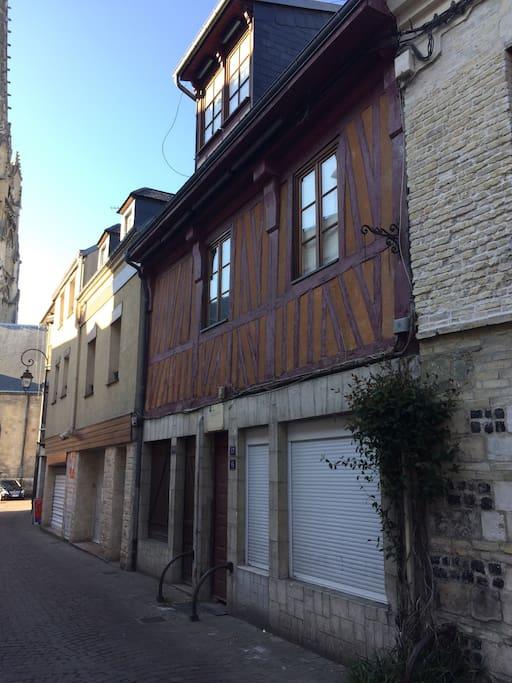 Vue de la rue (appartemment au 1er étage)