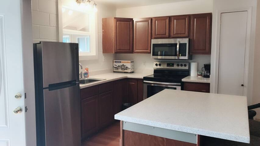 large clean 2-Bed with A/C near airport and beach