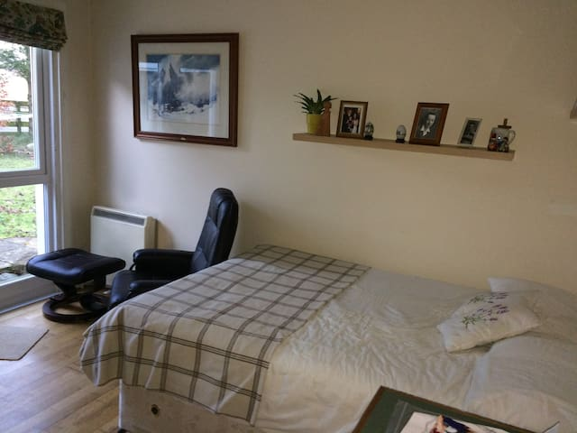 Cosey self-contained double bedroom with ensuite