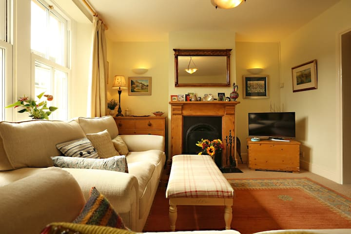 The English Experience - 2 bed character cottage