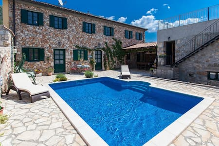 Beautiful stone house  with pool and sauna - Bribir - Huis