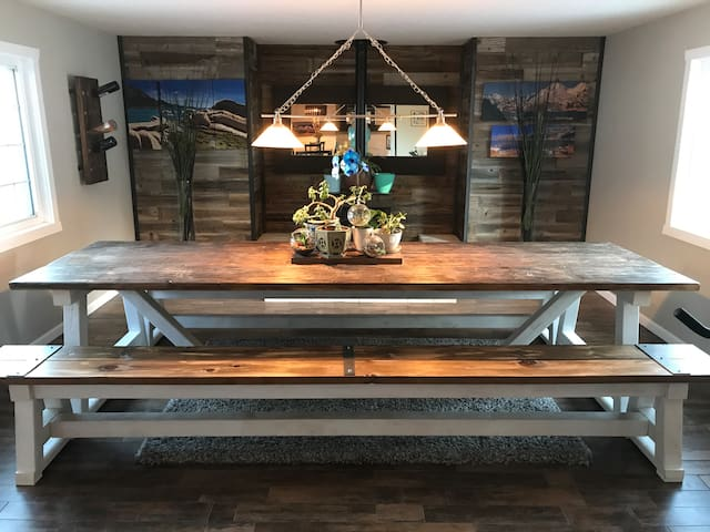 Updated Modern Farmhouse in the heart of Truckee