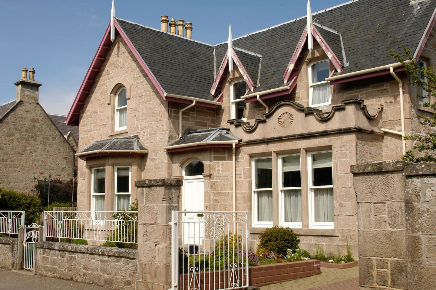 Twin room in detached period house in seaside Scottish town