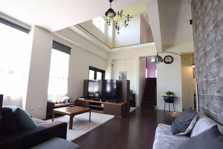 挑高的客廳 舒適輕鬆