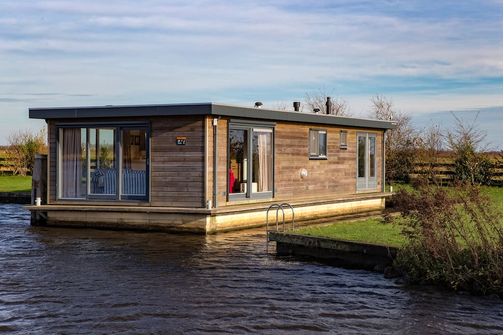 Houseboat in beautiful friesland boats for rent in for Houseboats for rent in california