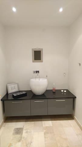 Hus på landet! Værelse med eget bad - Handewitt - House