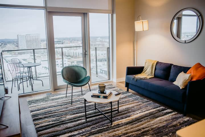 Kasa Nashville | Perfect for Families! 2BD/2BA with Balcony + W/D