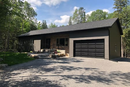 Country retreat minutes from beautiful lake