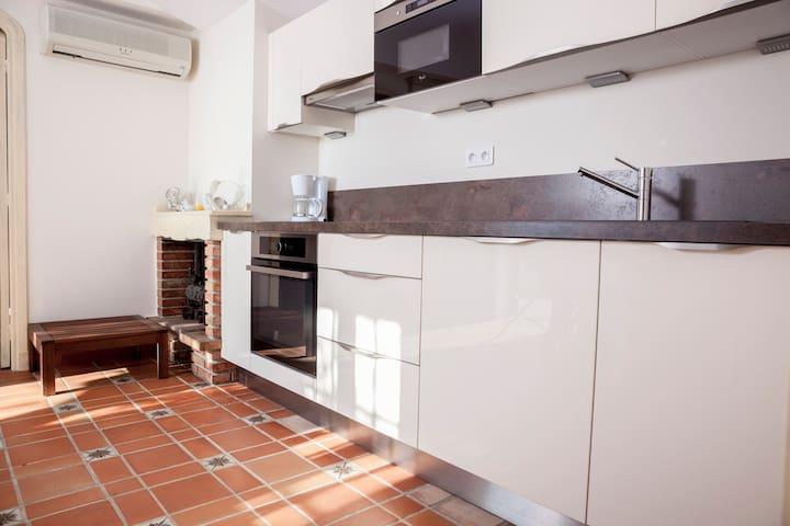 Lovely house in a magnificent setting, Vistamare - Menton - Hus