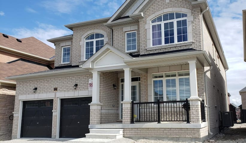 INNISFIL new house 4 bedrooms /3.5 baths