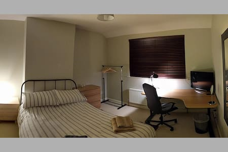 Lovely, newly furnished double room close to Notts - Nottingham - Dům