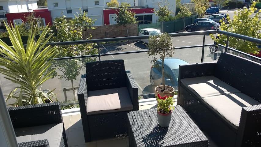 Appartement T2 lumineux avec terrasse - Eysines - Apartamento