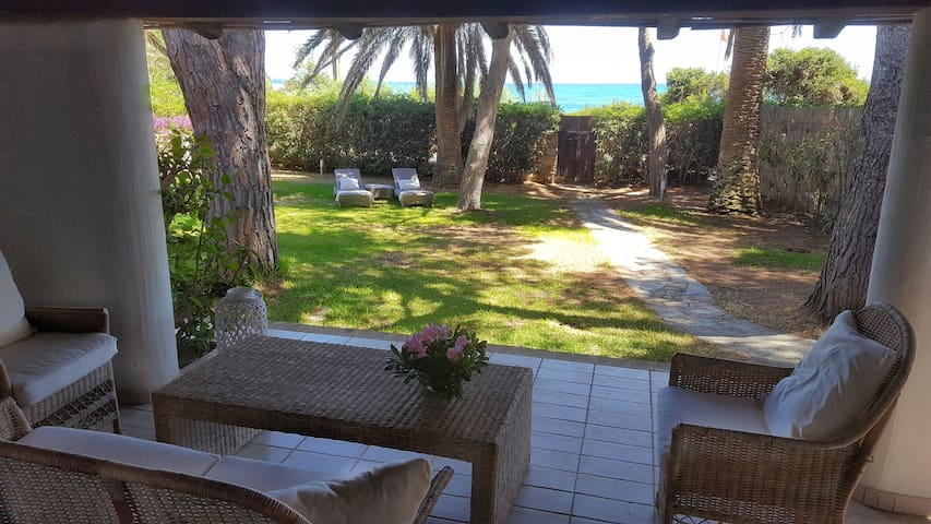 Lovely villa 10 steps from Simius beach