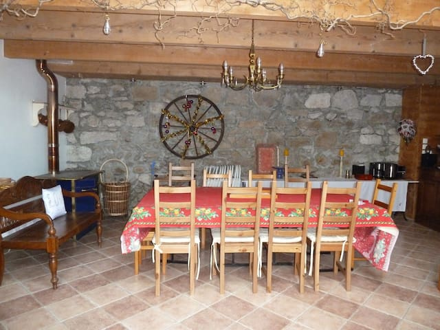 Grange restaurée et chaleureuse