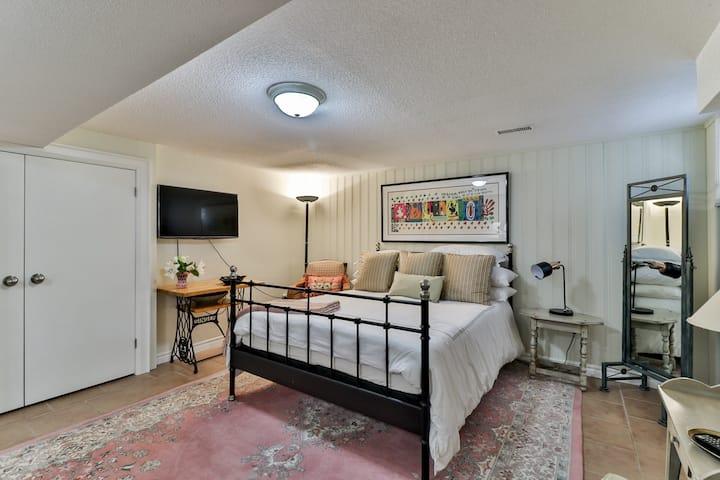 Oriole Garden - a stunning studio apartment !!!!