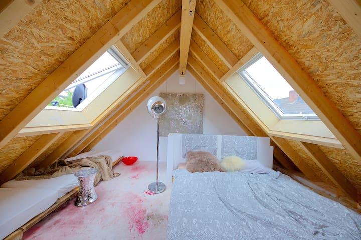 Schlafberich im Dachgeschoss. Hier gibt es bis zu 4 Schlafmöglichkeiten.