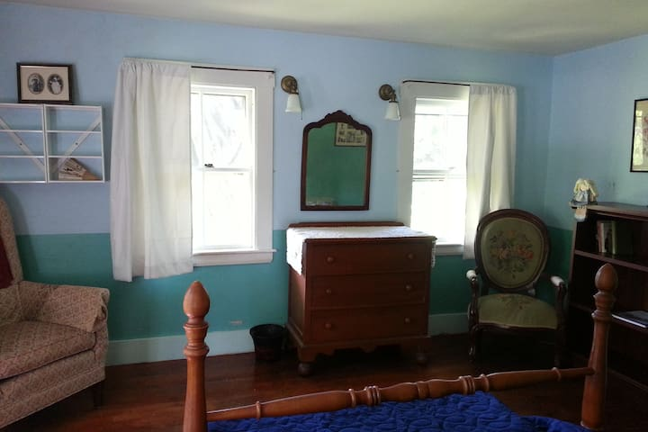The FROST bedroom honors the members of the Nicholas Frost family who married into the PAUL family.