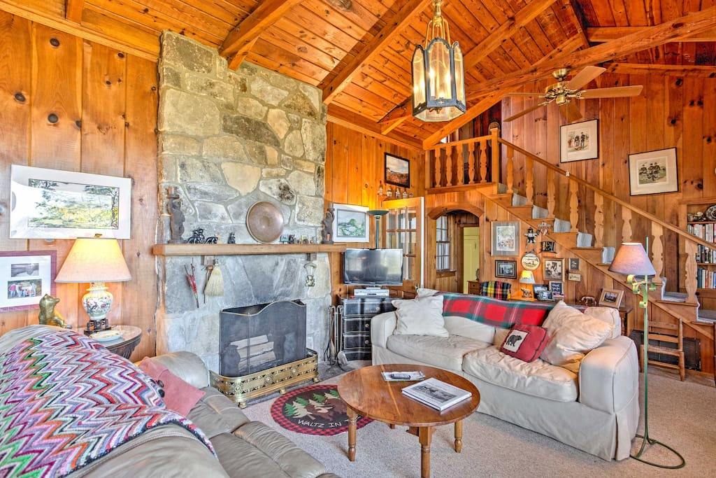 As soon as you arrive, the original pine paneling surrounds you, offering you and your guests an authentic lodge feeling.