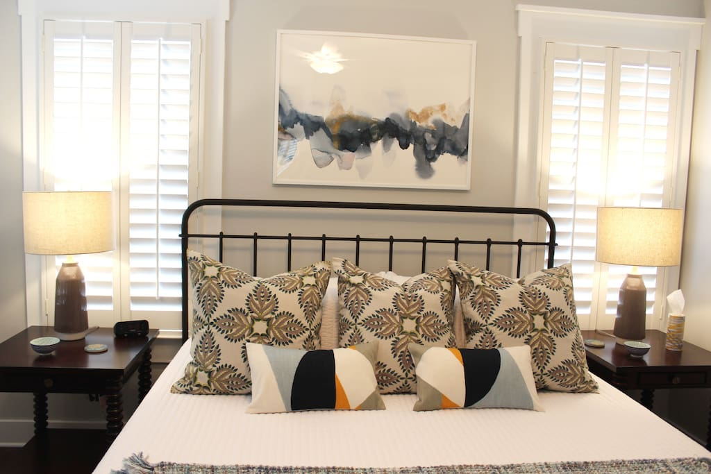 King Bed (Master Suite)