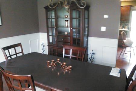 Clean Quite Room Concord Ohio - Painesville - Gästesuite