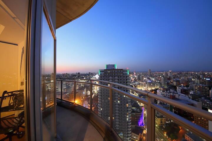 美しい夜景と雪景色!都会に浮かぶ天空の部屋。最上階34階/札幌中心街/最大6名【3名まで同料金】