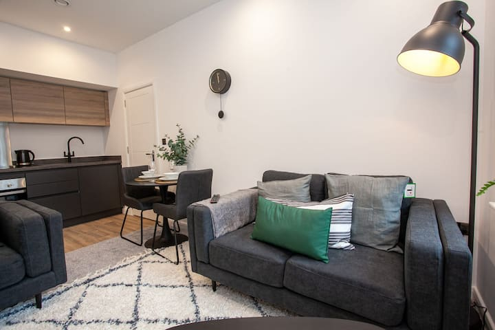 Modern 2 Bedroom Apartment in Bolton