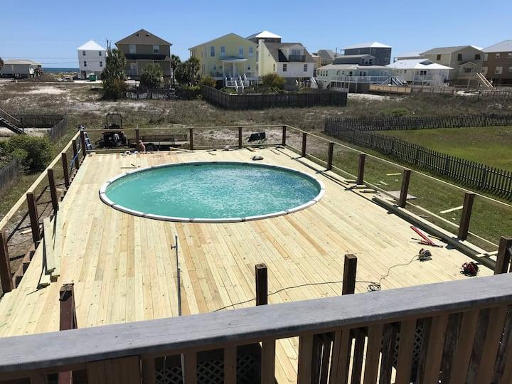 Farmhouse style 6br/6ba- pool-4 min walk to beach