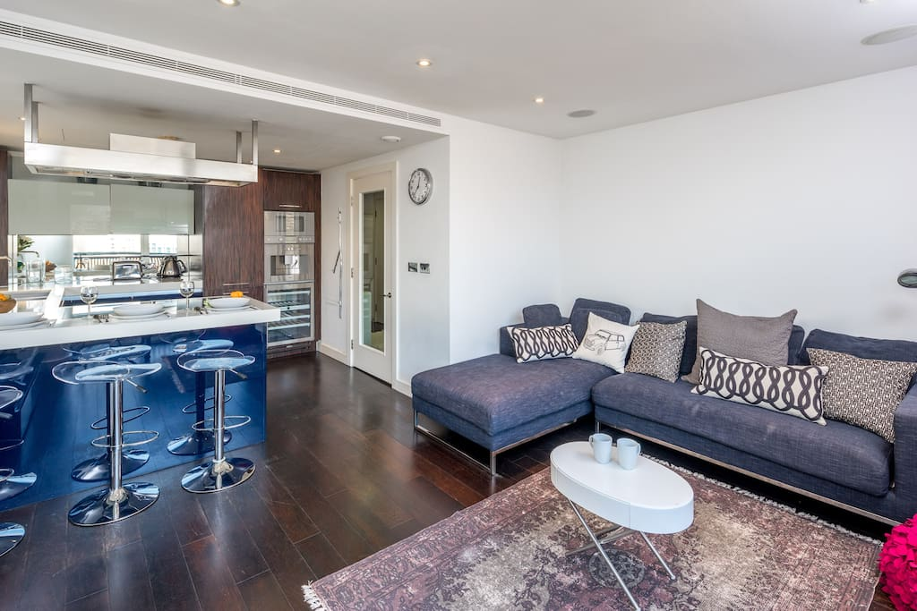 Belgravia waterside three bedroom apartment apartments for rent in london england united kingdom for Three bedroom apartments london