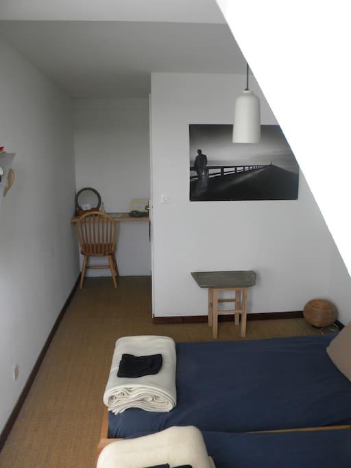 Possibilité d'utiliser toute la maison, ne restez pas cloîtré e dans votre chambre, nous aimons discuter ;)