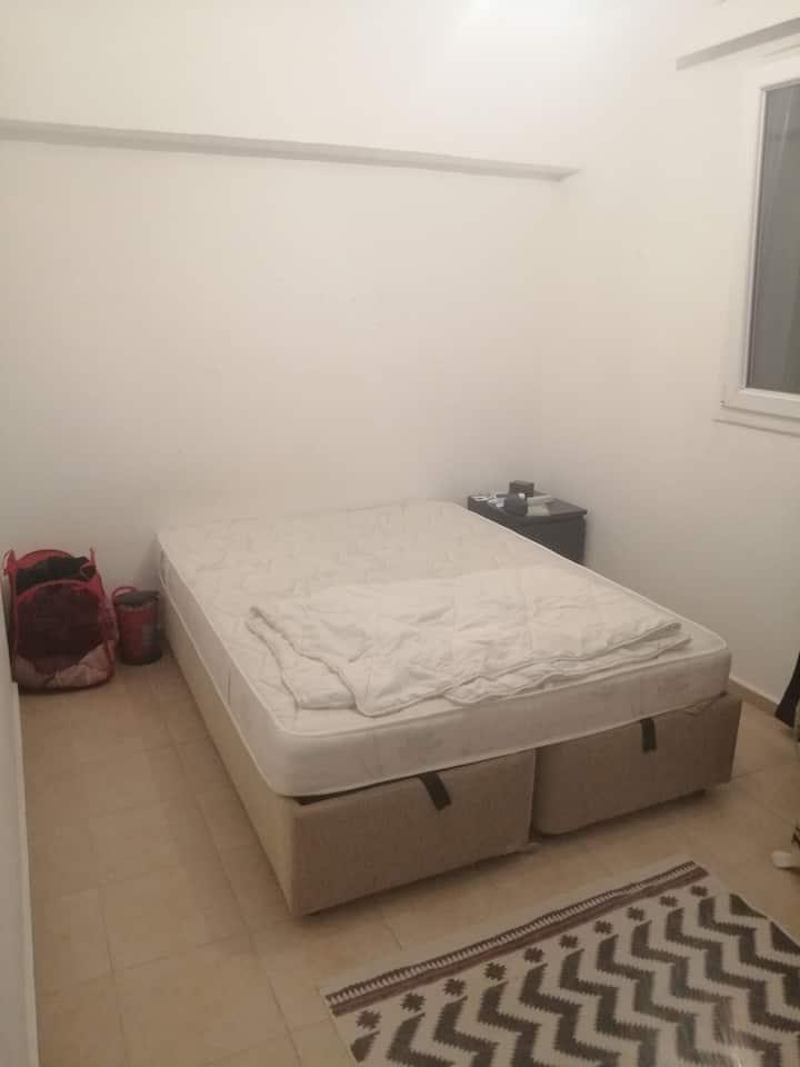 Bodrumda 2+1 evde bir oda