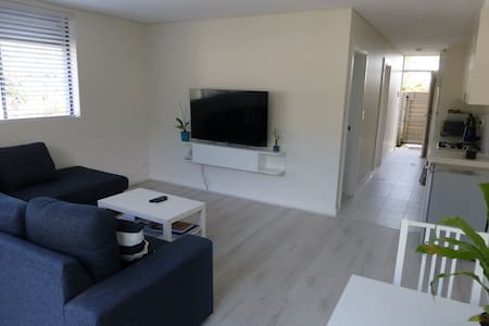 Light and Airy Ground Floor Apartment - Brookvale - Lejlighed