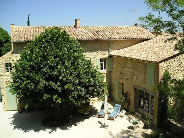 Mas provençal rénové du 19e siècle - Saint-Victor-la-Coste