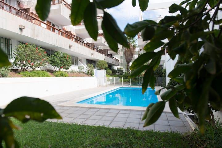 Studio with pool downtown area of Santa Cruz
