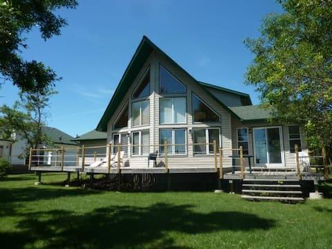 Beautiful Lakefront Home, Hot Tub