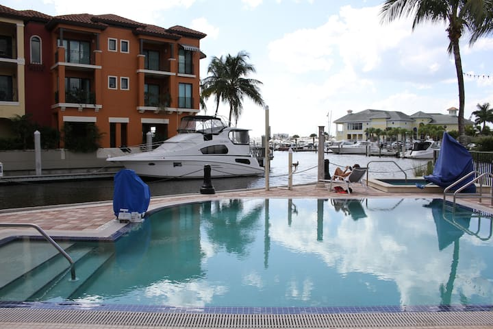 Spacious 1900sf 3BR Apartment in Naples Bay Resort