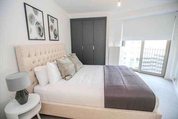 Excl. apartment 3 mins walk to Excel up to 3