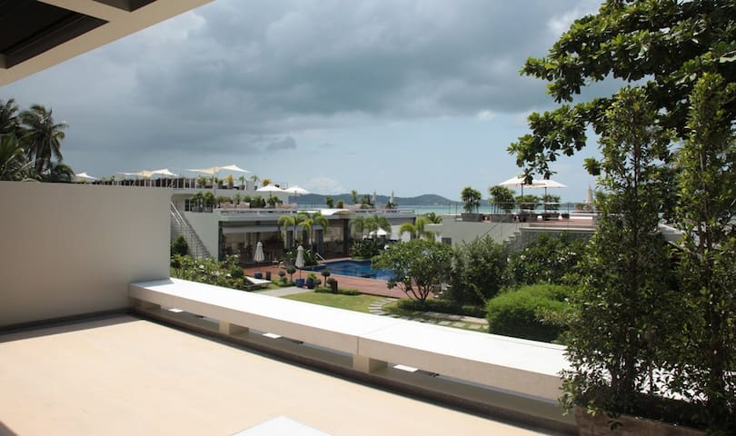 Peaceful, Spacious, Seafront 2 Bed Apartment