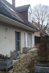 maison indépendante dans quartier résidentiel - Les Essarts-le-Roi