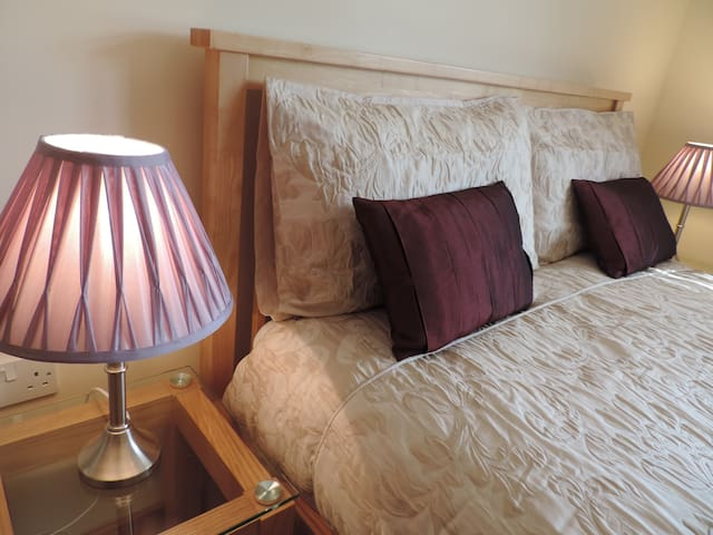 GRANITE  - 4 star Innertown Apartments, Stromness